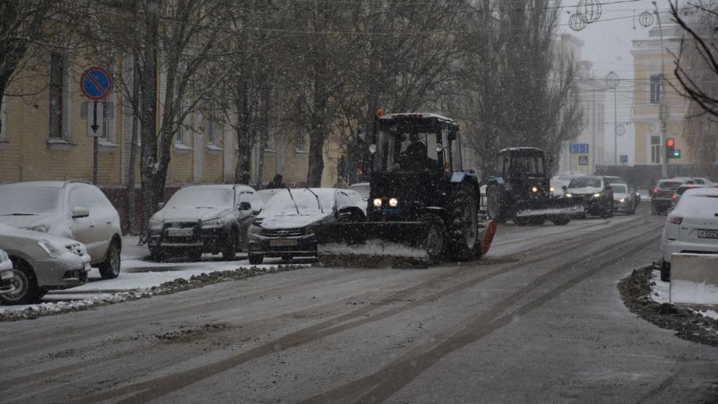 В Тамбове дорожные службы приступили к уборке снега