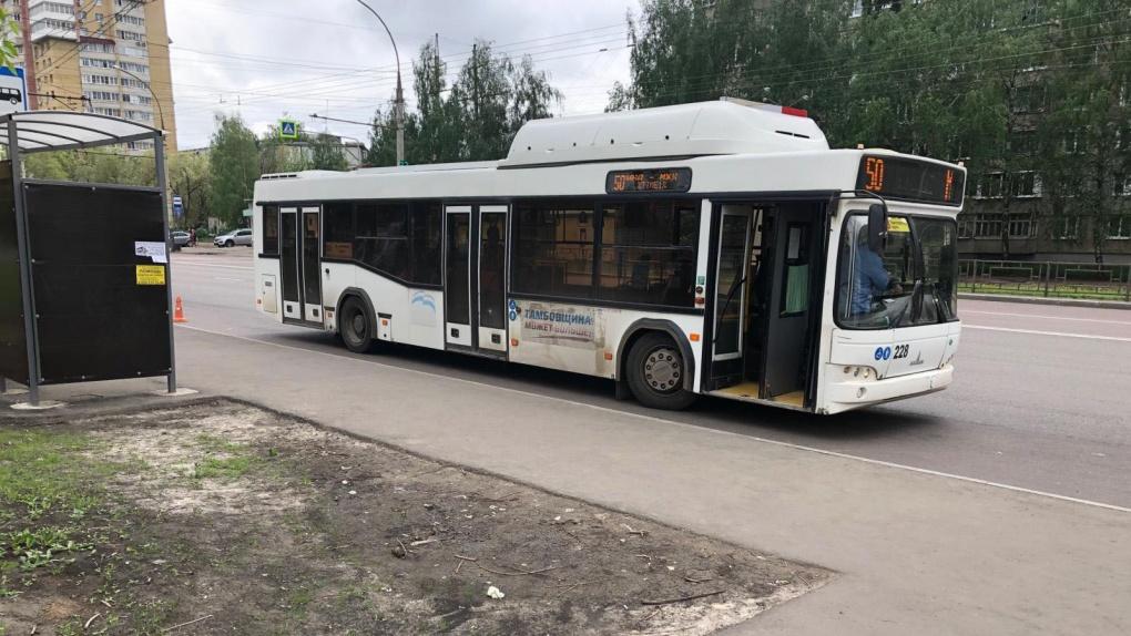 Женщина упала в автобусе и попала в больницу