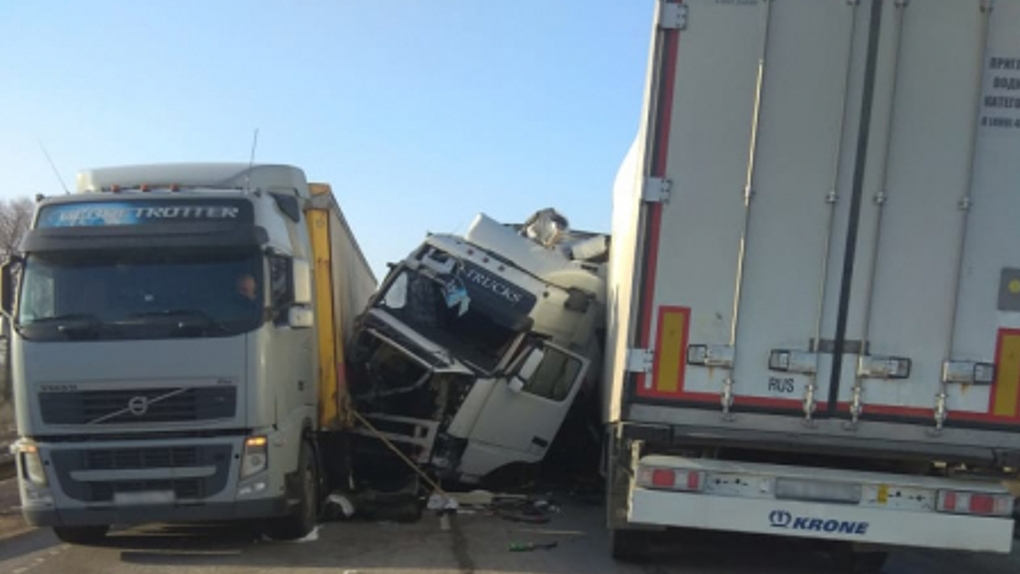 В Тамбовской области на федеральной трассе столкнулись четыре фуры