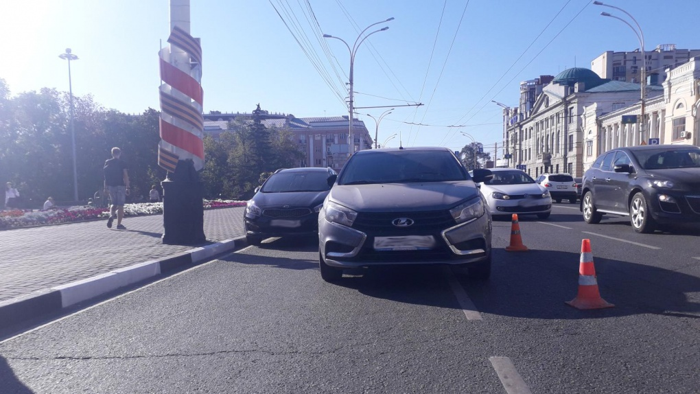 В центре Тамбова мужчину сбила машина, когда фотографировал другое ДТП