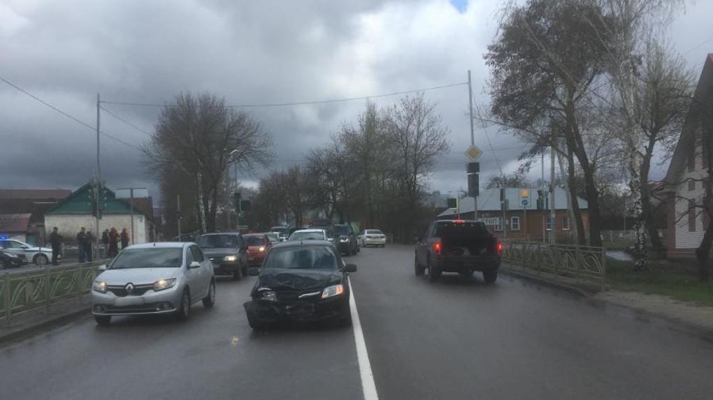 На севере Тамбова два авто не поделили перекресток
