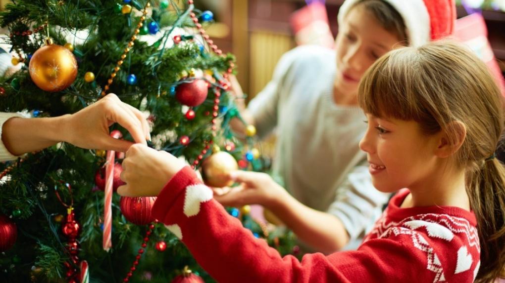В школах Тамбовской области разрешили проводить новогодние праздники