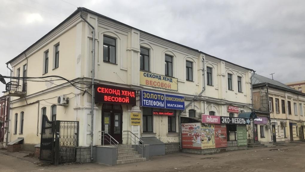 Городские власти решили убрать незаконную рекламу с Коммунальной