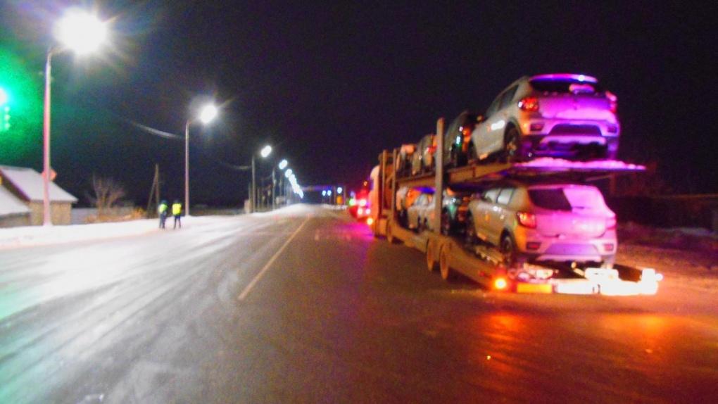 На въезде в Тамбов столкнулись автовоз и легковушка
