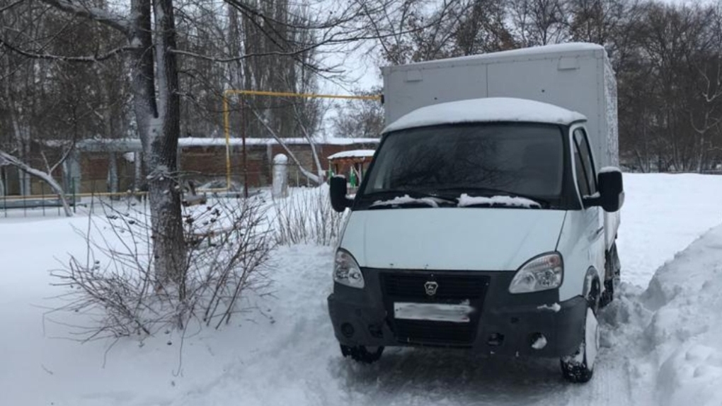 В Уваровском районе грузовая «ГАЗель» сбила 2-летнюю девочку и 4-летнего мальчика на территории детсада