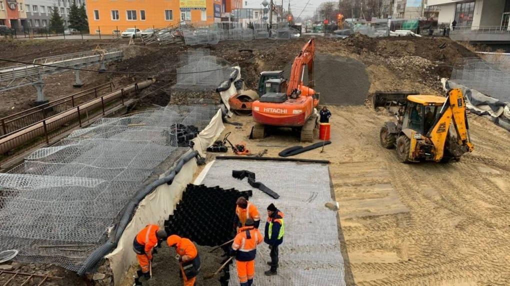 В Тамбове на Базарной рабочие приступили к возведению земляного полотна для нового моста